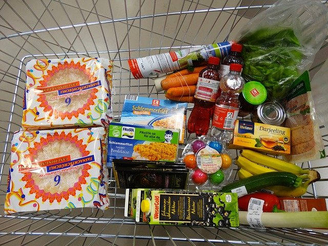 Grocery shopping cart. sustainable food