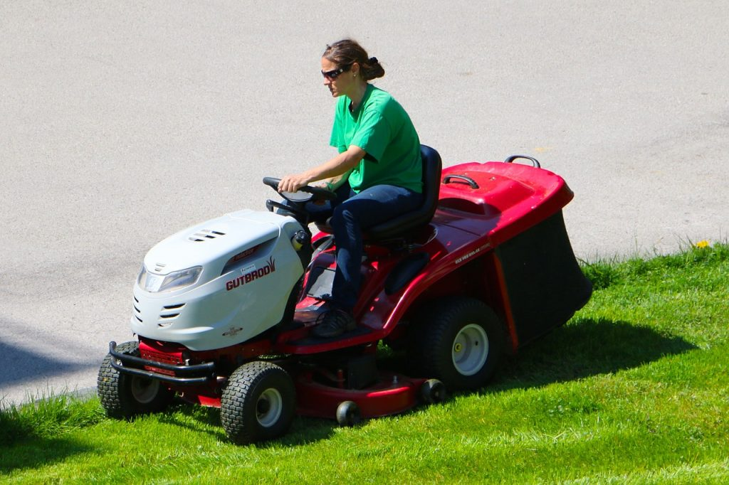 Riding lawnmower, not sustainable lawn!